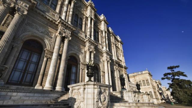 Osmanenprunk unter der Brücke: Der Beylerbeyi-Palast in Istanbul