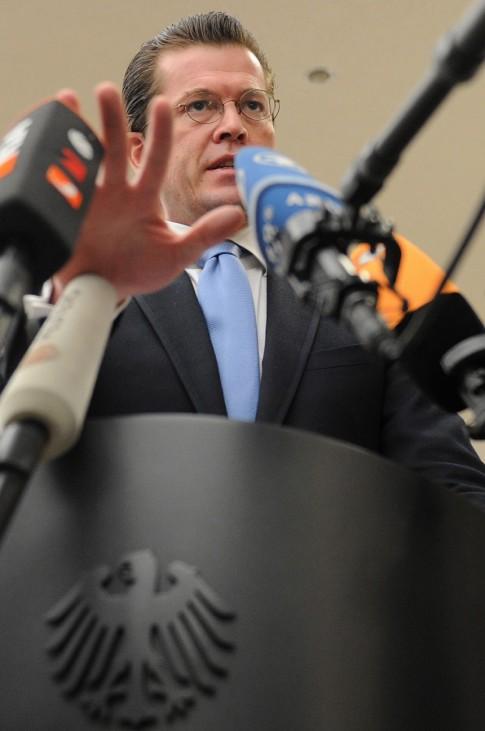 Guttenberg will Doktortitel vorerst nicht fuehren