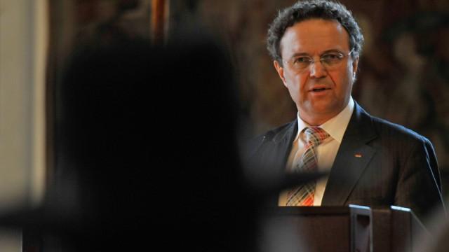 Bundesinnenminister Friedrich beim 'Regensburger Gespraech zur Religion in der Gesellschaft'