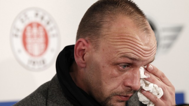 Kinderdienst: Trainer Holger Stanislawski verlaesst St. Pauli