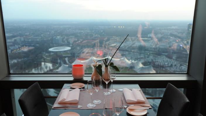 """Internationales Restaurant """"181"""": Wer im Restaurant 181 auf dem Olympiaturm speist, hat die ganze Stadt im Blick."""