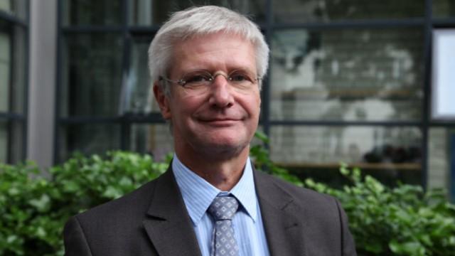 Burn-out-Experte im Gespräch: Michael Sadre Chirazi-Stark, ist Chefarzt der Abteilung für Psychiatrie und Psychotherapie des Asklepios-Westklinikums Hamburg. Er ist Burn-out-Experte und schreibt Bücher zur Frage, wie aus Freizeit tatsächlich Erholung wird.