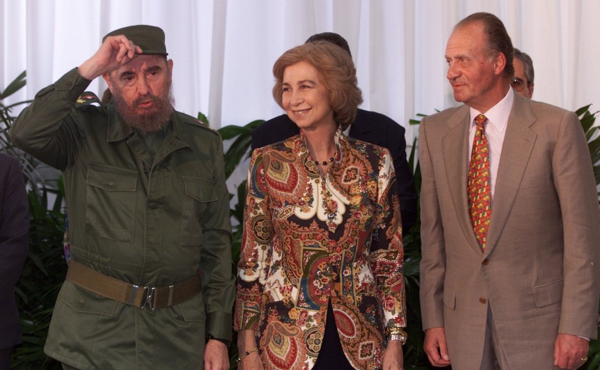 FIDEL CASTRO WELCOMES SPANISH KING AND QUEEN TO MEDICAL SCHOOL
