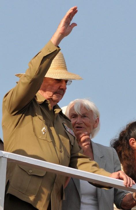 KP-Reformkongress mit Militärparade - Margot Honecker und Castro
