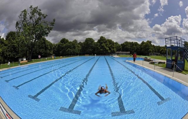 Schwimmerbecken im Sommerbad Georgenschwaigein München
