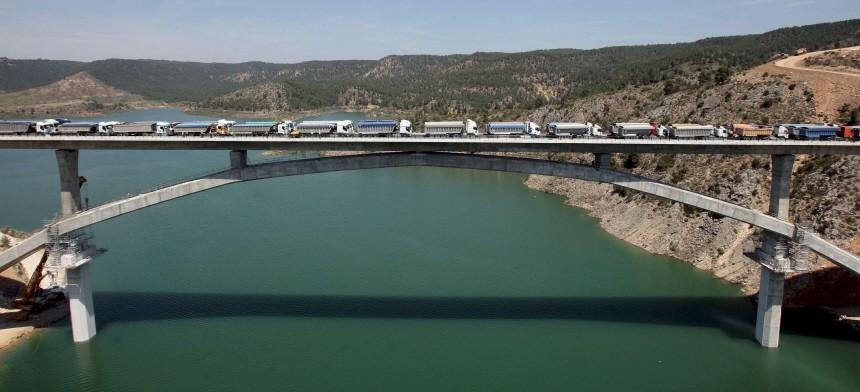 Brückenbelastungstest auf Hochgeschwindigkeitsstrecke Madrid - Valencia