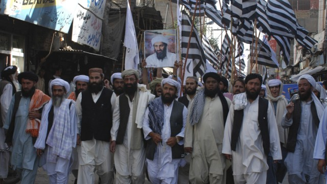 """Osama bin Laden erschossen: """"Tod Amerika!"""" - in Pakistan demonstrieren Bin-Laden-Anhänger gegen die Kommandoaktion der USA."""