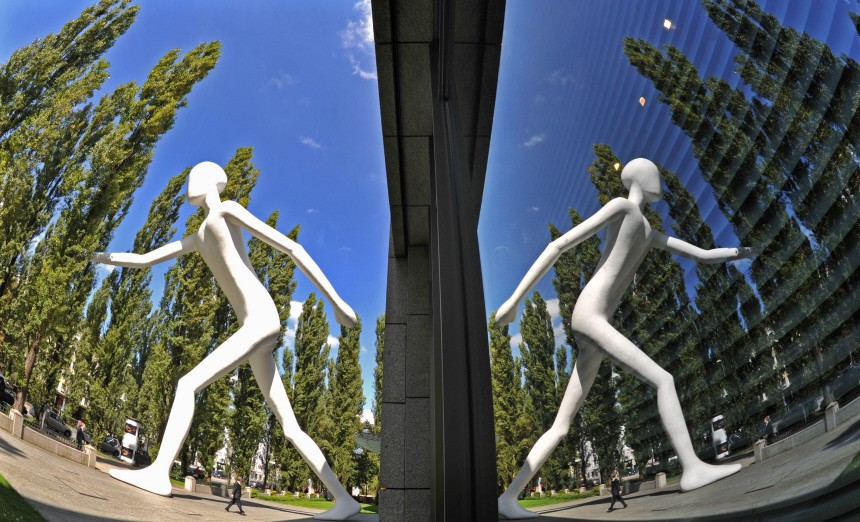 Riesenskulptur 'Walking Man'