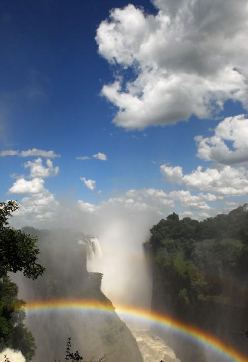 Im Rausch des Regenbogens: Die Victoriafälle in Afrika
