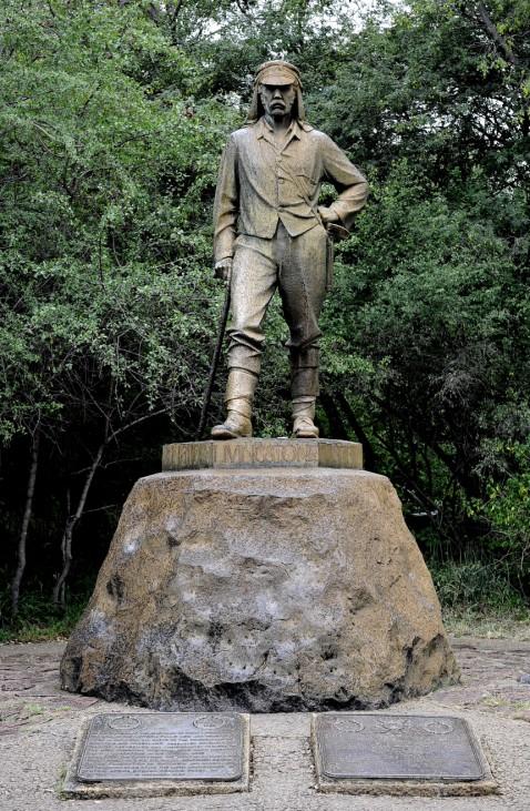 Statue von David Livingstone an den Viktoria-Fällen in Simbabwe.