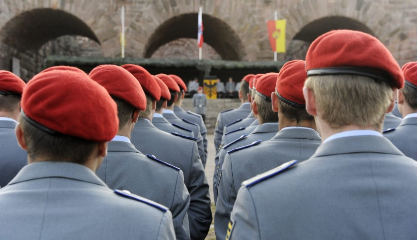 Geloebnis von Bundeswehr-Rekruten am Kyffhaeuserdenkmal