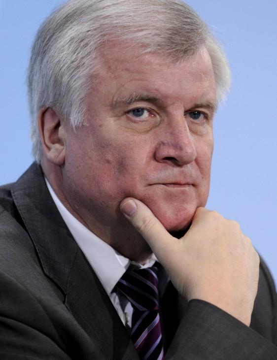 Wachsender Unmut in der CSU ueber Bundeswehrreform