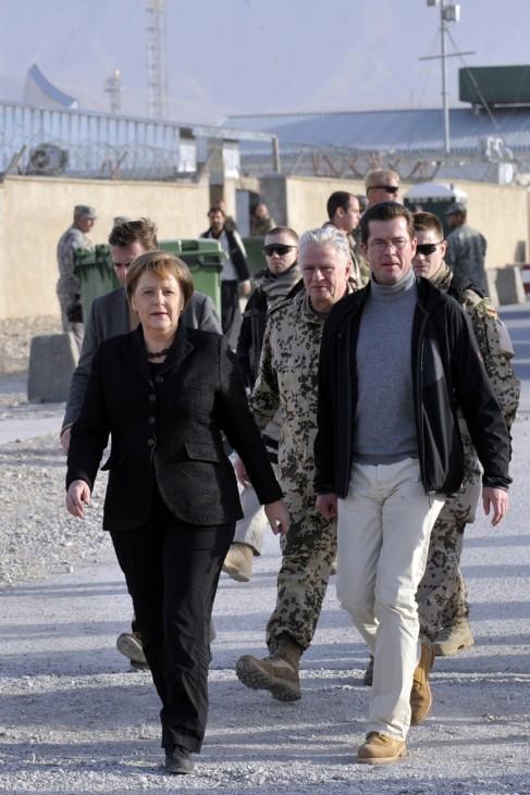 Jahresrueckblick Dezember 2010: Bundeskanzlerin Merkel zu Besuch in Afghanistan