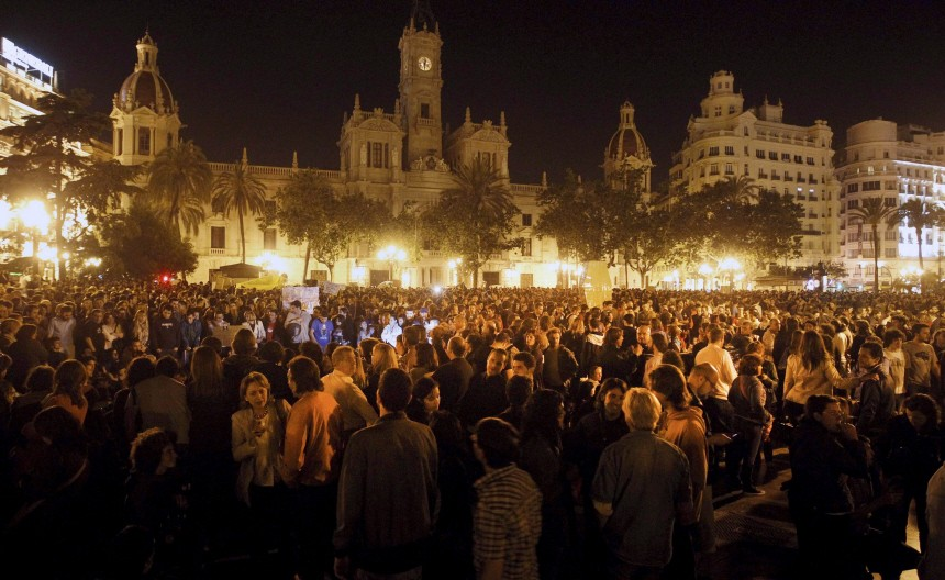 SPANIARDS RALLY TO DEMAND SOCIAL AND POLITICAL CHANGES