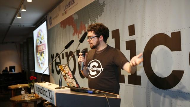 """Internet-Aktivist Zimmermann im Gespräch: Jérémie Zimmermann auf der Internetkonferenz Re:publica (Archivbild unter Creative Commons): """"Durch Acta wird mit staatlicher Zustimmung aus den Internetfirmen eine private Urheberrechts-Polizei."""""""