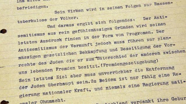 """Skizze des Holocaust: Aus dem Gemlich-Brief Hitlers: """"Der Antisemitismus der Vernunft jedoch muss führen zur plänmässigen gesetzlichen Bekämpfung und Beseitigung der Vorrechte der Juden die er zum Unterschied der anderen zwischen uns lebenden Fremden besitzt."""""""