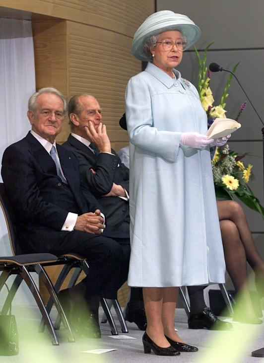 QUEEN ELIZABETH II. WEIHT BRITISCHE BOTSCHAFT EIN