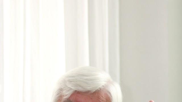 """CSU-Politiker Hans Maier wird 80: """"Wenn einer so völlig außer Kontrolle gerät, der wird nie ganz oben landen"""", sagt Hans Maier über Franz Josef Strauß."""