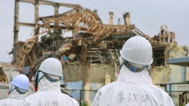 Mission in lebensgefährlicher Umgebung: Arbeiter vor einem explodierten Reaktor in Fukushima