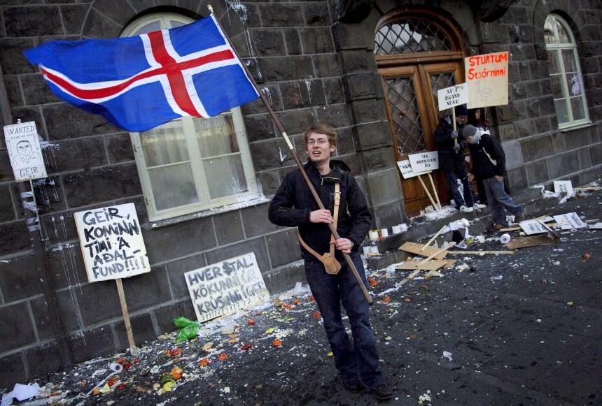 Finanzkrise - Isländer gehen auf die Straße