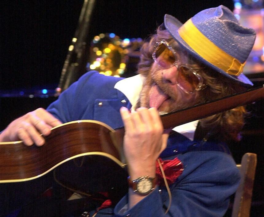 Helge Schneider bei einem Auftritt in Bochum, 2002