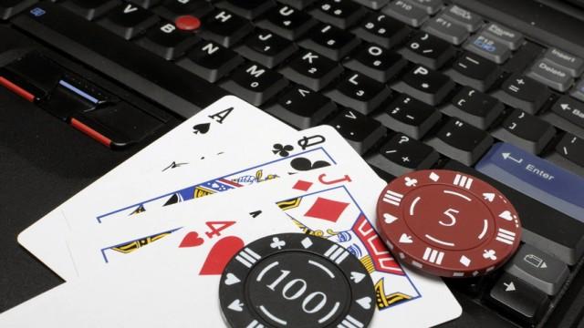 Full Tilt Poker: Online-Poker: Echte Karten braucht man dafür nicht.