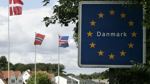 Streit um Schengen-Abkommen: Schranke zu an der deutsch-dänischen Grenze? Bereits von Dienstag an will Dänemark wieder permanente Zollkontrollen einführen.