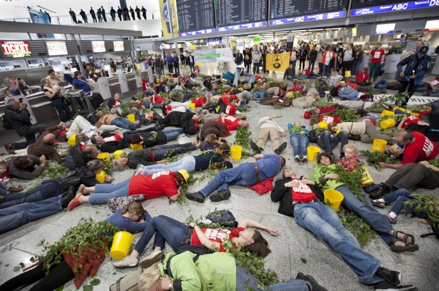 Protest im Flughafen von Frankfurt/Main
