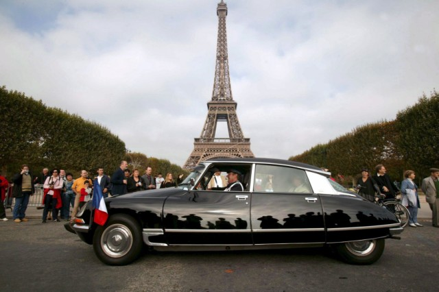 1600 Citroën DS paradieren in Paris