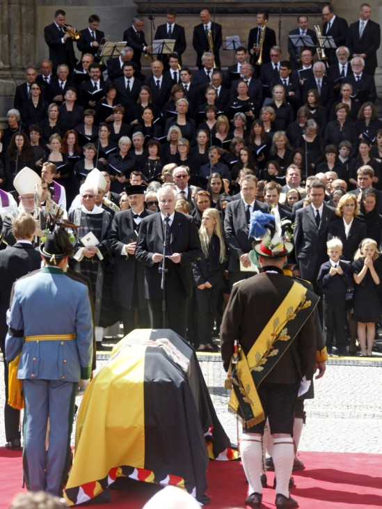 The coffin of Otto von Habsburg-Lothringen is placed at the Odeonssquare after the requiem in the Theatinerchurch in Munich