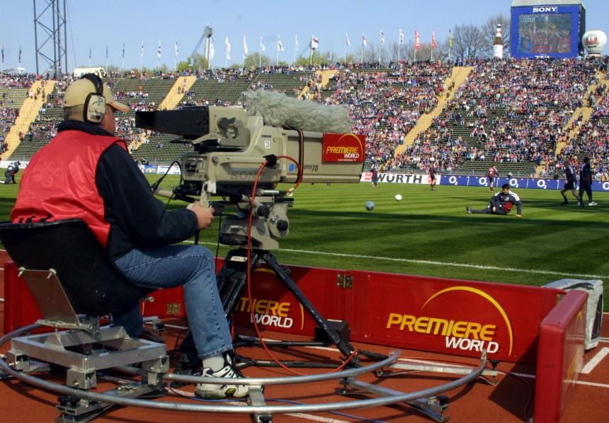 Kameramann des Senders Premiere World bei einem Bundesligaspiel, 2002