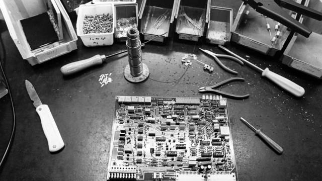 DDR - Montage von Leiterplatten