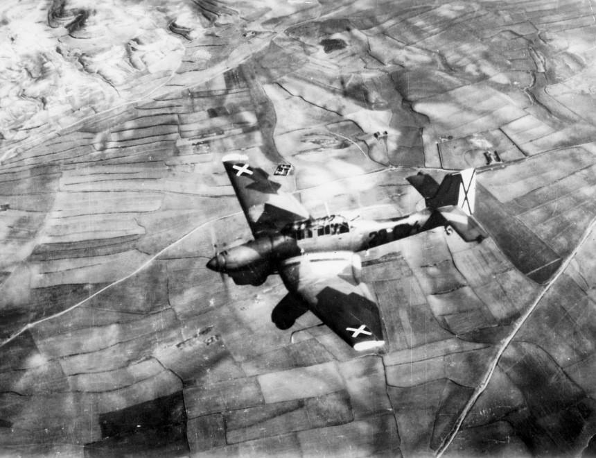 Deutscher Stuka der Legion Condor, 1939   German dive bomber of the Legion Condor, 1939