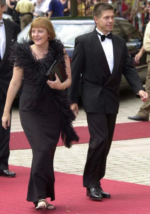 Angela Merkel mit ihrem Ehemann bei den Bayreuther Festspielen, 2001