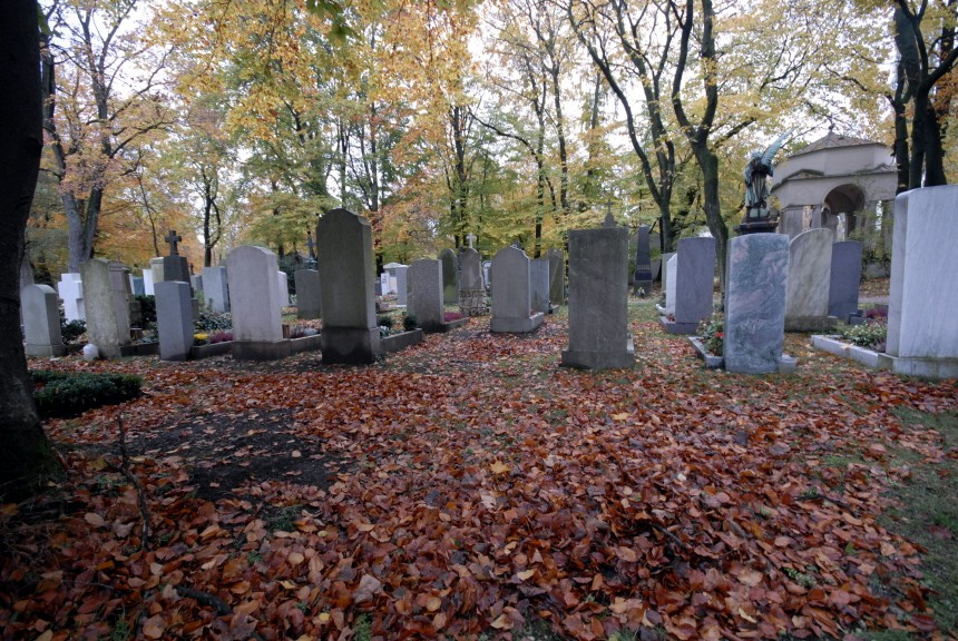 Münchner Ostfriedhof im Herbst, 2007