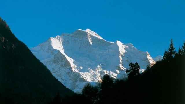 Jungfrau im Berner Oberland: Der erste erklommene Viertausender der Schweiz gibt sich immer noch unnahbar: Die Jungfrau im Berner Oberland.