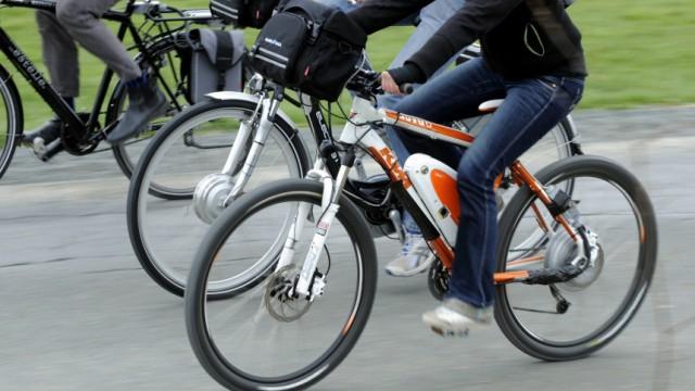 Themendienst Gesundheit & Wellness: Elektrofahrraeder sind nicht nur etwas fuer aeltere Radler