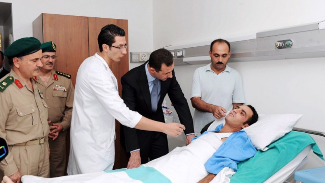 Syrian President Bashar Assad visits wounded army officers at the