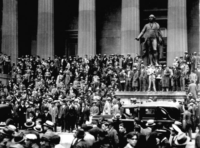 Menschenmenge vor der New Yorker Börse am 24.10.1929