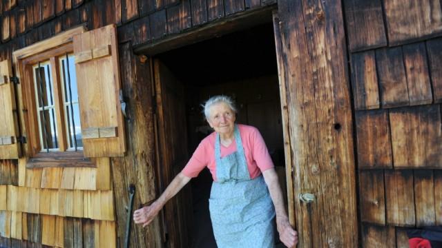 """Leben auf der Alm: """"Mir fehlt hier nichts, gar nichts."""" Seit 66 Jahren verbringt Anni Wallner jeden Sommer auf der Alm."""