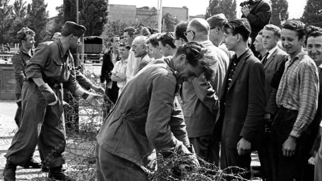 Vor 50 Jahren: Warschauer Pakt gibt gruenes Licht fuer Mauerbau