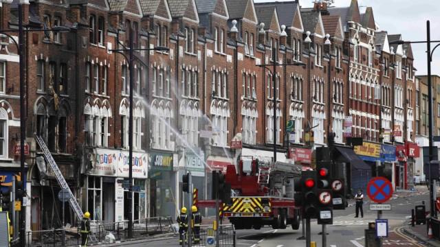 Ungerechtigkeit in Großbritannien: Aufräumarbeiten im Londoner Stadtteil Clapham. Nirgendwo in Europa ist die sozaiel Ungleichheit derart zementiert wie in Großbritannien.