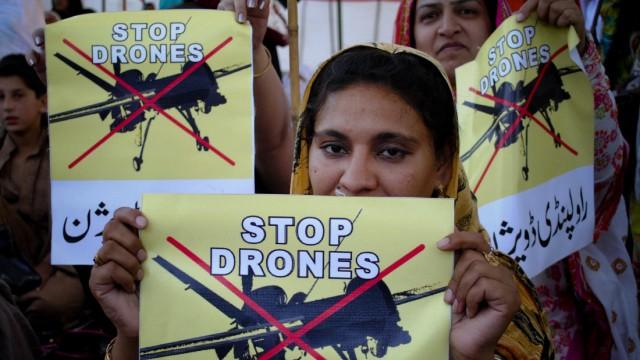 Politik kompakt: Hunderte zivile Opfer: Die pakistanische Bevölkerung protestiert gegen die US-Drohnenangriffe.