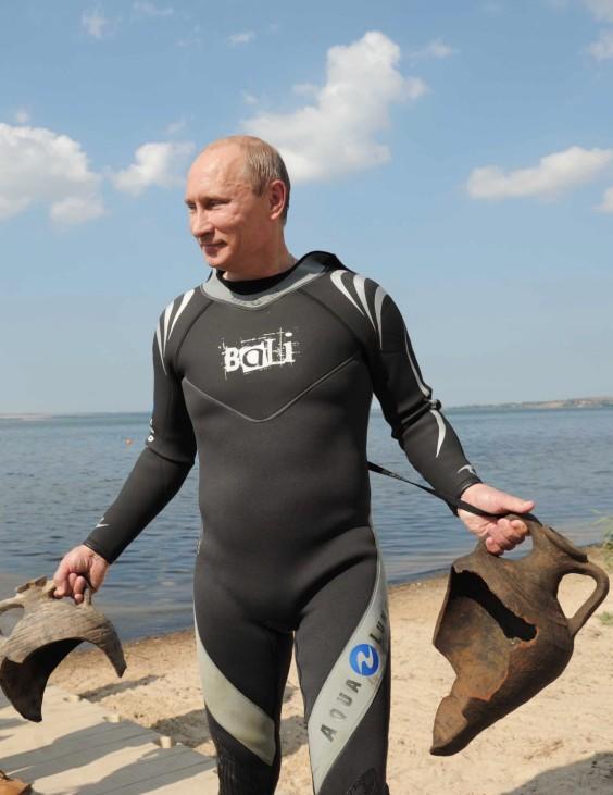 Vladimir Putin goes scuba diving in Taman Bay