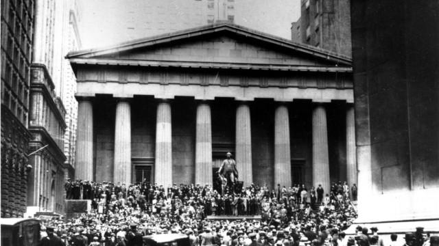 Weltwirtschaftskrise: Die Wall Street in New York im Jahr 1929: Innerhalb weniger Tage verloren Millionen Amerikaner ihr Vermögen, die Panik griff weltweit auf die Börsenplätze über - der Beginn der Weltwirtschaftskrise 1931.