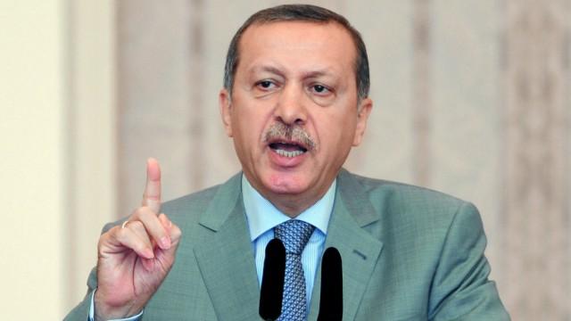 Politik kompakt: Der türkische Premier Erdogan hat nach den tödlichen Anschlägen gegen Soldaten ein hartes Vorgehen gegen die verbotene kurdische Arbeiterpartei PKK angekündigt.