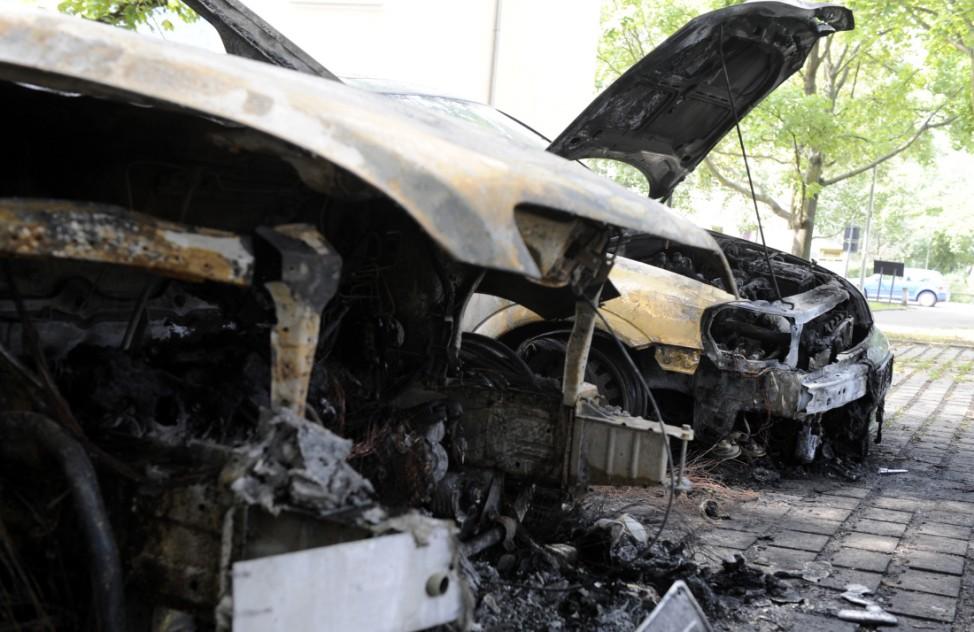 Erneut Fahrzeuge in Berlin angezuendet