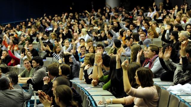 Hochschulen kaempfen mit steigenden Bewerberzahlen
