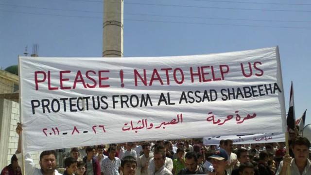 Unruhen in Syrien: Hunderte Menschen sind am Wochenende wieder in Syrien wieder auf die Straße gegangen. Sie fordern den Rücktritt von Baschar al-Assad und bitten die Nato um Hilfe.