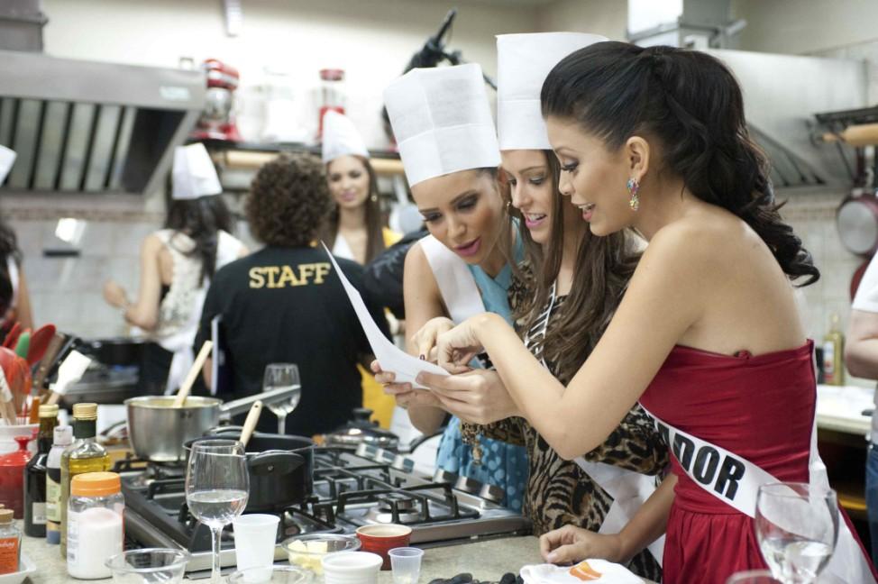 Miss El Salvador 2011 Aldana, Miss Uruguay 2011 Semino, Miss Panama 2011 Saez cook a dish at Atelier Gourmand in Sao Paulo